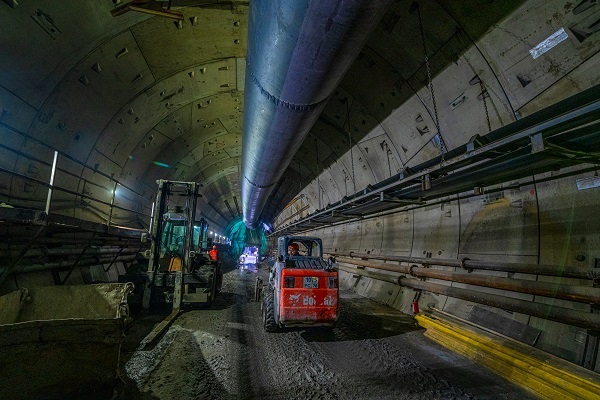 Большая кольцевая линия  метро готова на 74%