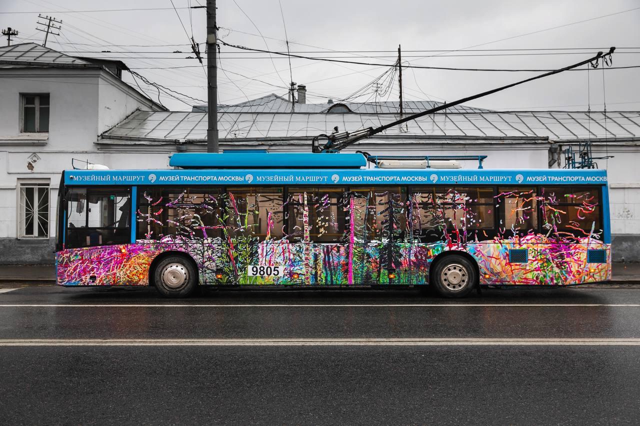Новый арт-троллейбус появился на музейном маршруте в Москве