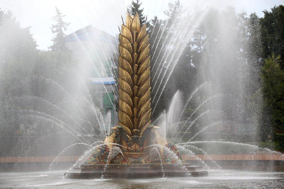 Фонтан «Золотой колос» на ВДНХ промоют после зимы