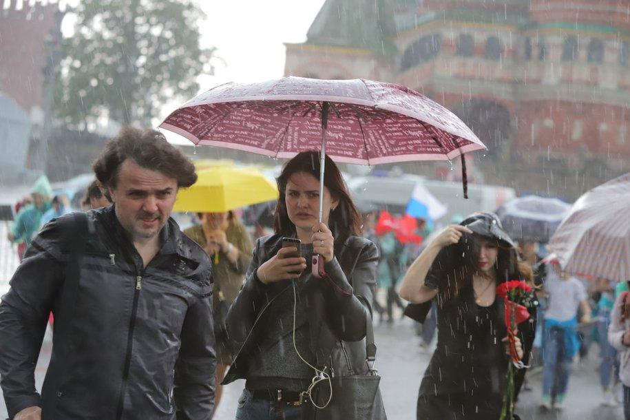 Москвичей ожидают грозовые дожди и похолодание
