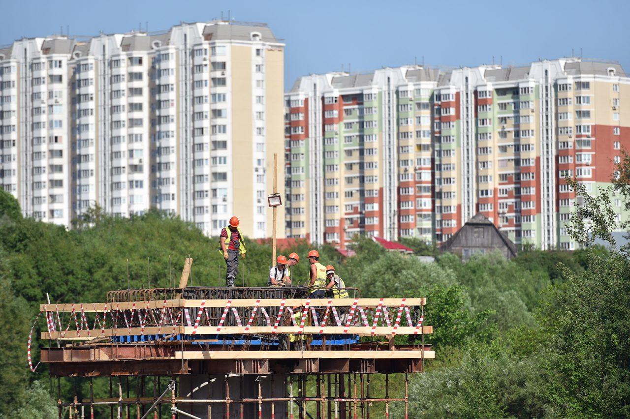 Метромост у станции «Пыхтино» Калиниско-Солнцевской линии готовят к покраске
