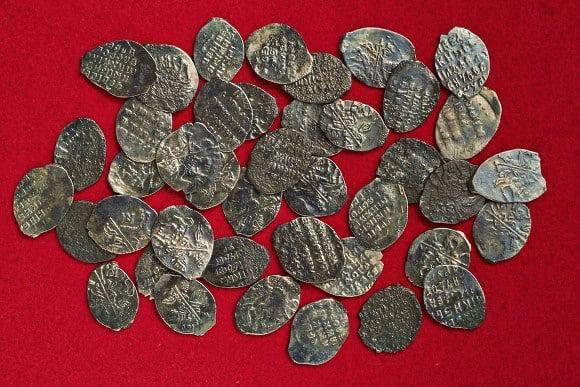 Археологи нашли клад монет конца XVI века на Павелецкой площади