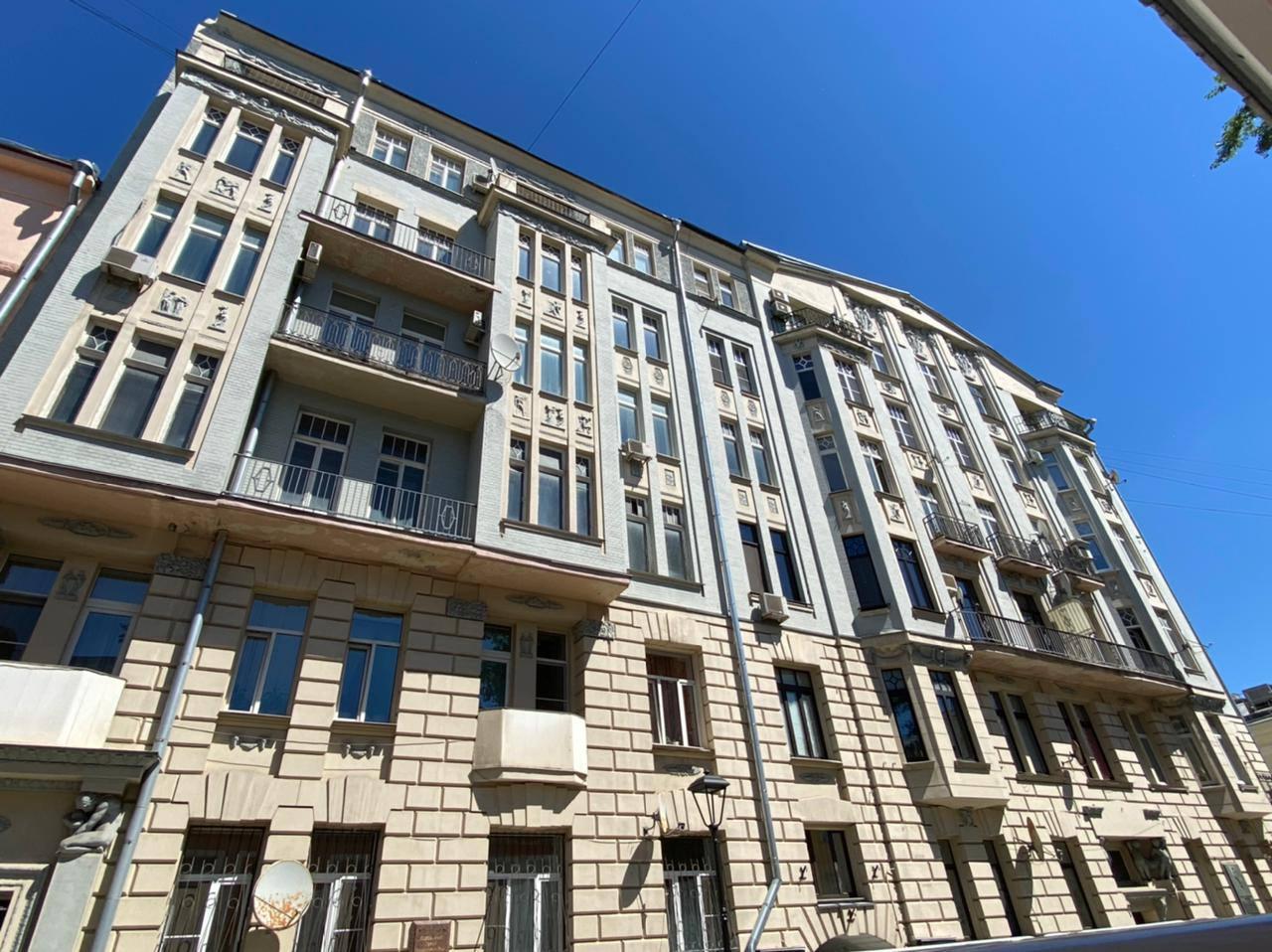В столице началась реставрация доходного дома братьев Грибовых