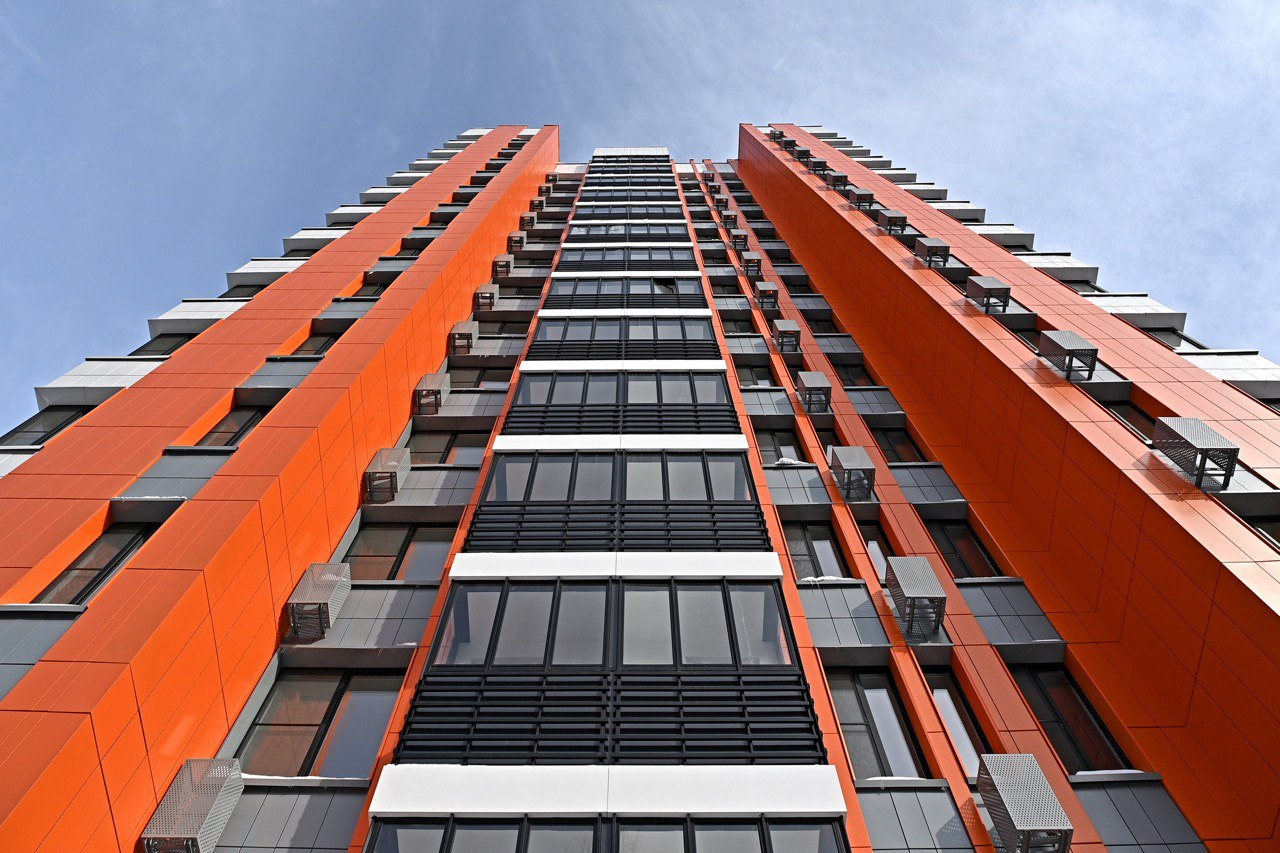 Андрей Бочкарёв: ведется активное строительство первого дома с поликлиникой в рамках комплексного развития промзоны «Октябрьское поле»