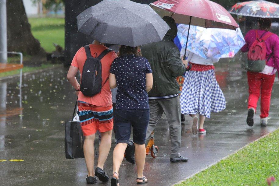 Москвичей предупредили о кратковременных дождях с грозами