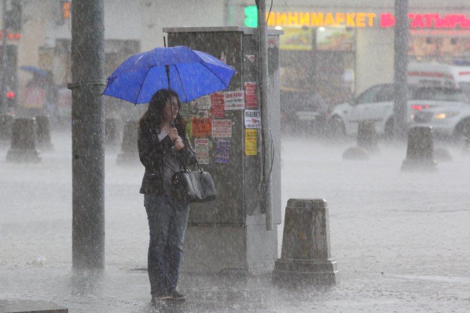 Москвичей ожидает шквалистый ветер с градом