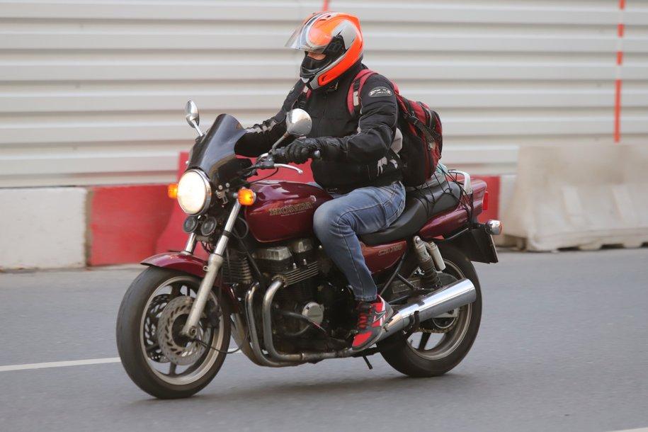 Дептранс призвал мотоциклистов не выезжать на дороги в дождливую погоду